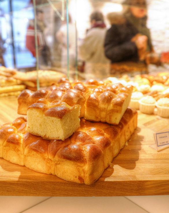 Farinéo boulangerie à Paris, vue détail, brioche dorée, design en collaboration Pep's et le Studio Frvr.