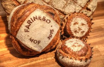 Farinéo boulangerie à Paris, MOF 2015, pochoir fariné sur gros pain, design en collaboration Pep's et le Studio Frvr.