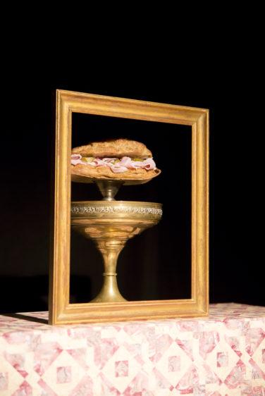photo cadre doré sandwich jambon beurre