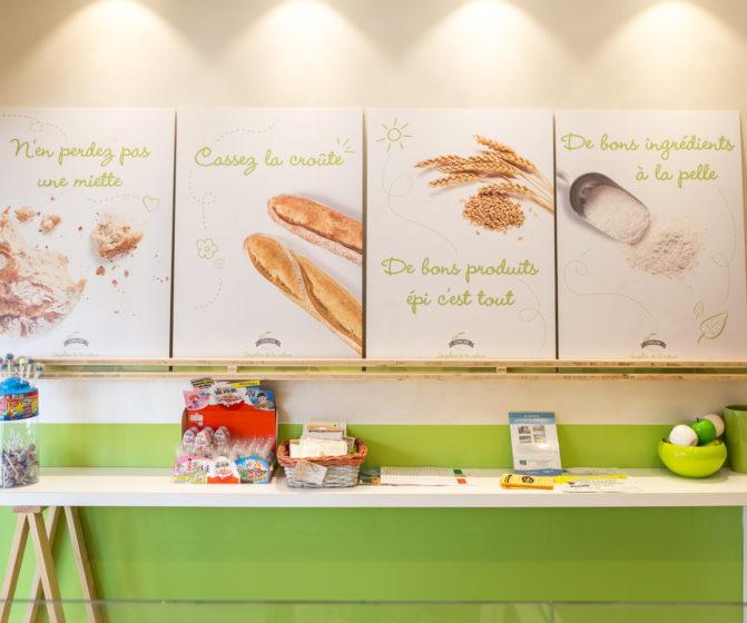 boutique copaline mange debout tréteaux bois étagère panneaux communication