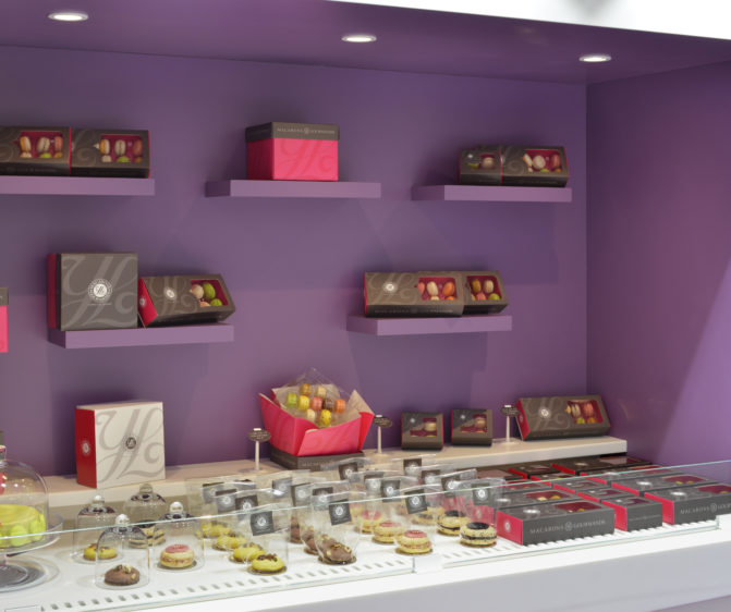 boutique macarons gourmands Yannick Lefort vitrine murale présentation box conception studio frvr
