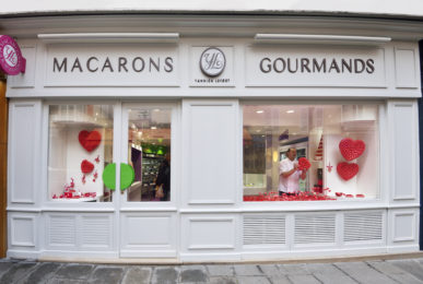 boutique macarons gourmands façade conception studio frvr