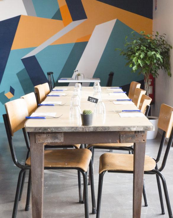 mroc bloc et bistrot restaurant table vintage chaise d'école conception studio frvr