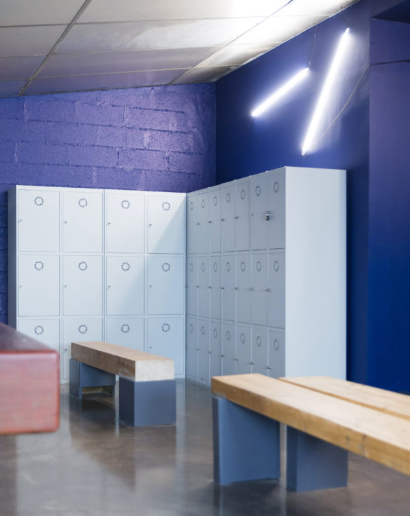 mroc bloc et bistrot menu vestiaire casier néon conception studio frvr