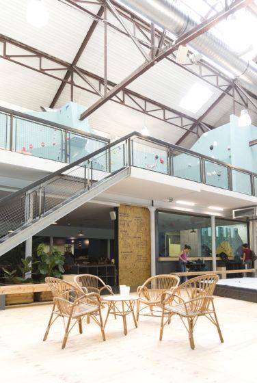 mroc bloc et bistrot Lyon mezzanine mur escalade escalier acier conception studio frvr