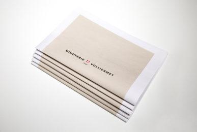brochure graphisme Vuillermet Savoie journaux empilés