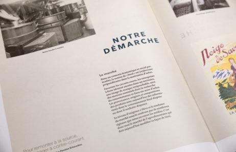brochure graphisme Vuillermet Savoie journaux ouvert photo meule de pierre