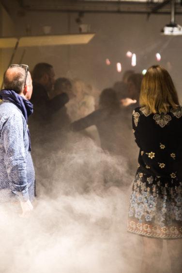 scénographie soirée cuisign Chaud bouillon ambiance fumée lourde conception et mise en scène studio frvr