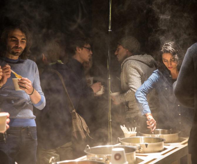 scénographie soirée cuisign Chaud bouillon marmite libre service ambiance fumée lourde conception et mise en scène studio frvr