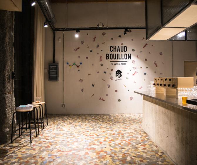 scénographie soirée cuisign Chaud bouillon visuel graphique au mur typo image légume découpés conception et mise en scène studio frvr