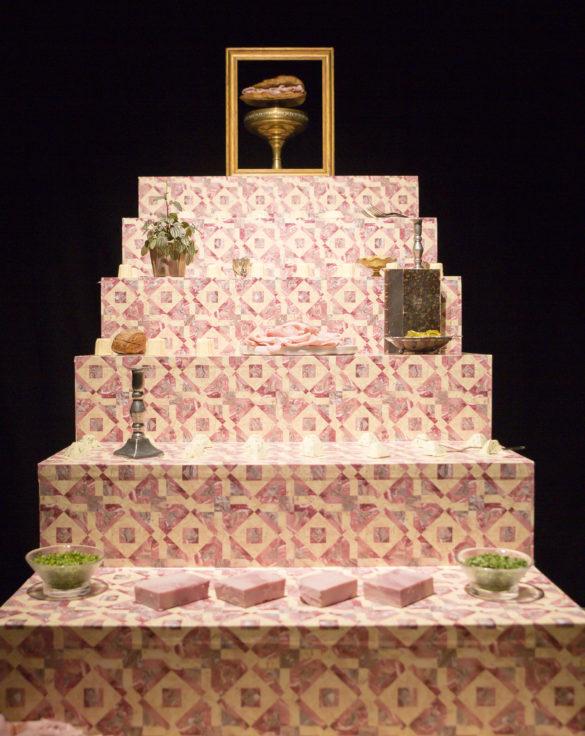 Scénographie soirée jambon beurre détail escalier présentation jambon conçu par le studio frvr