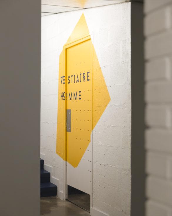 mroc bloc et bistrot signalétique vestiaire homme architecture design d'espace studio frvr