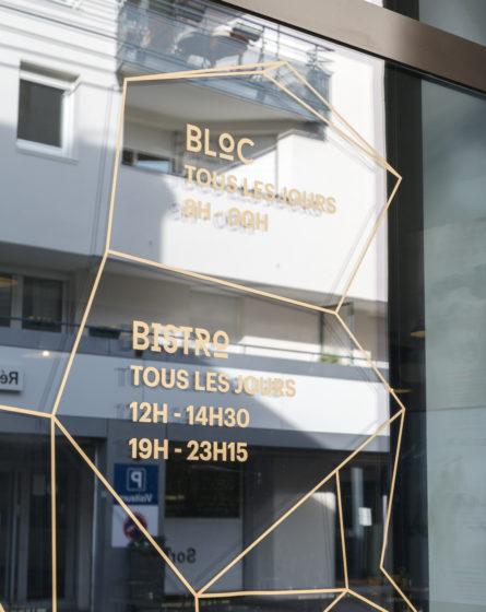 mroc design studio frvr salle escalade vitrophanie dorée sur verre
